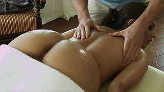Brazzers - Stunning wife Jynx Maze  is massaged & fucked