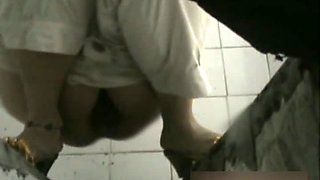 Public toilet spy cam of girls pissing