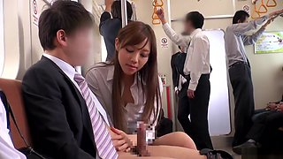 Ogura Momo fucked awesomely in the bus