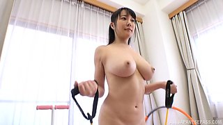 Hanyuu Arisa is a stunning chick who loves to exercise naked