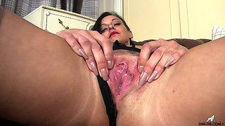 Hot ass brunette Cassie Clarke enjoys pleasuring her wet puss