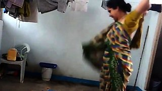 desi with hairy armpit wears saree after bath