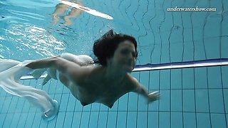 Kinky Underwater swimming stripping babe Zhanetta