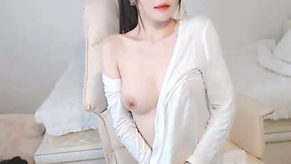Korean sensual camgirl showing her body