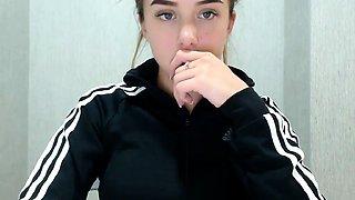 teen darllenee flashing boobs on live webcam
