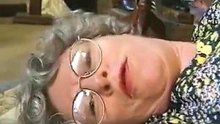 Deutsch jennings schwarz Oma braucht eine tägliche Dosis von Cum