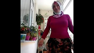 Turkish granny in amateur video