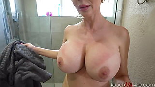 Cuckold in the shower : fuck her hard