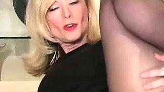 Cougar MILF Nina Hartley wants cum
