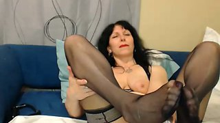 Watching this 50 yo woman do things like masturbate is exciting and hot