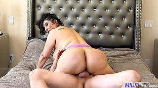 Fat busty brunette MILF Jaylene Rio makes saggers bounce as she rides dick