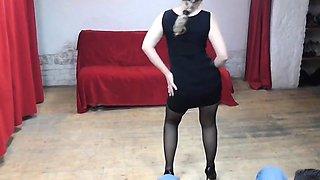 Mature whore dances for a cock